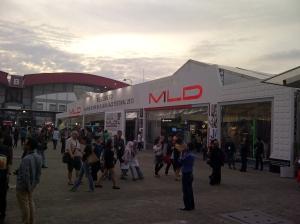 Area besar berisi stand-stand berbagai brand.